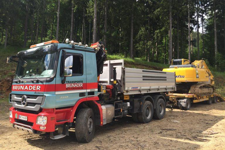 Brunader LKW und Tieflader